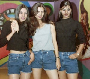youngwesternwomentraditionalist-indians-are-angry-young-women-adopting-denim-other-western-fashion-trends